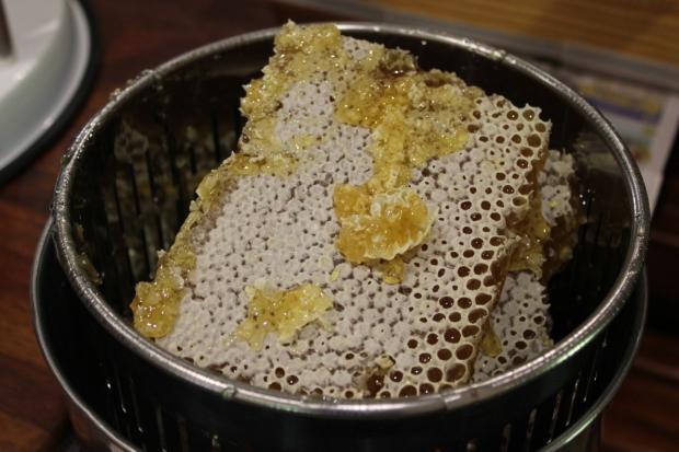 Pressing honeycomb